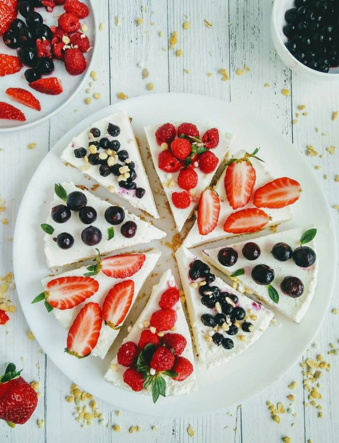 Творожный ягодный торт