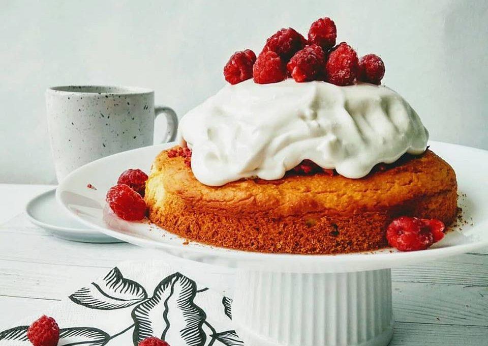 Апельсиновый торт с ягодами