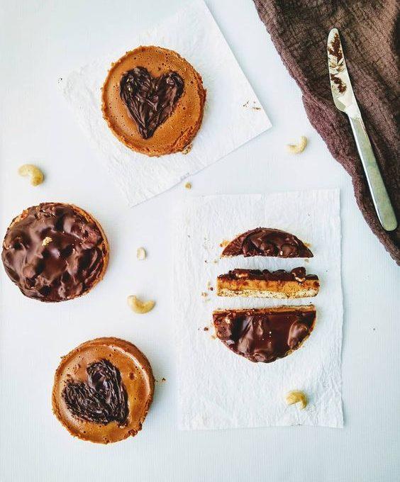 Пирожное со сгущенкой и шоколадом