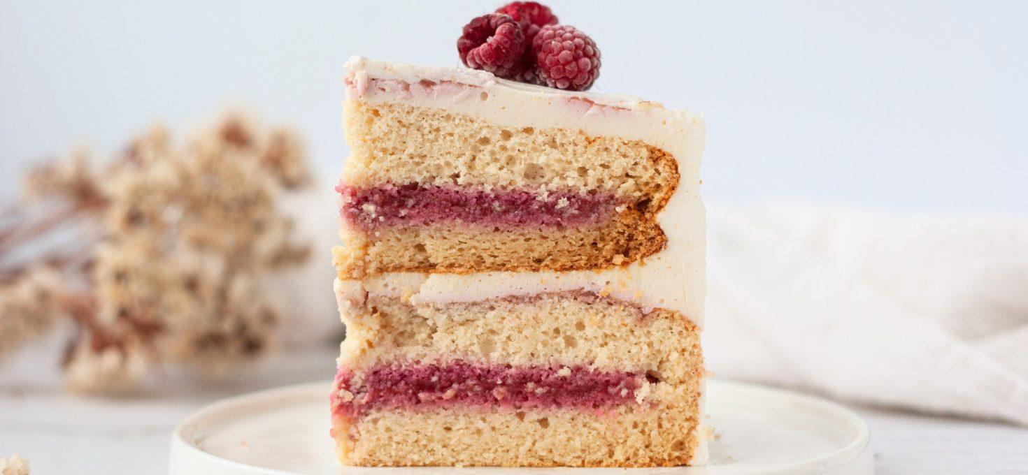ПП торт с творожным белковым кремом и малиновым соусом